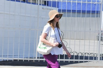 Emily Blunt Pregnant Emily Blunt Goes To Farmers Market With Family