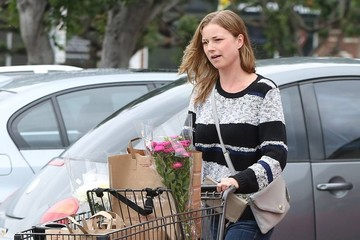 Emily VanCamp Emily VanCamp Grocery Shopping At Gelson's Market