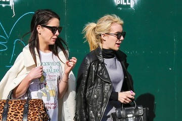 Emma Roberts Emma Roberts Out With Friends in NYC
