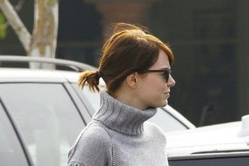 Emma Stone Emma Stone Goes to Sushi on Valentine's Day