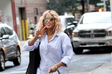 Eve Eve Walks Her Dog Hendrix In New York City
