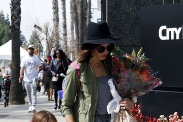 Everly Tatum Jenna Dewan Takes Her Daughter to the Farmer's Market