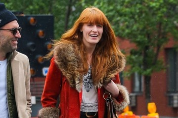 Florence Welch Florence Welch Out For a Stroll With a Friend in NYC