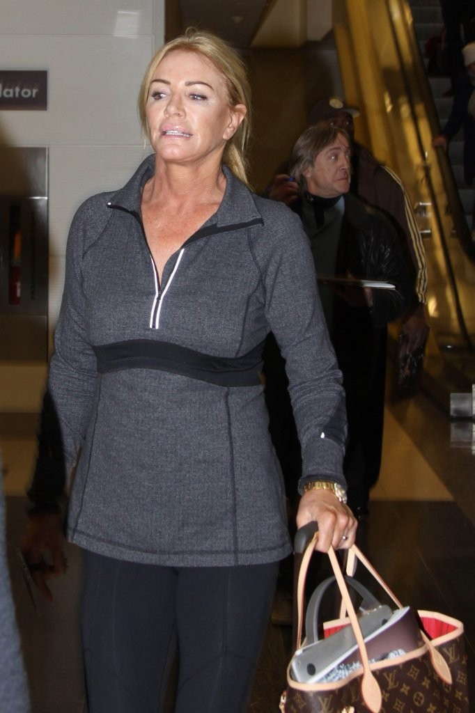 Gene simmons shannon tweed touch down in d c zimbio - Matelas simmons back touch ...