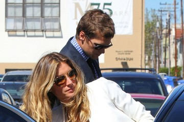 Gisele Bundchen Gisele Bundchen & Tom Brady Take Vivian To Get Baptized