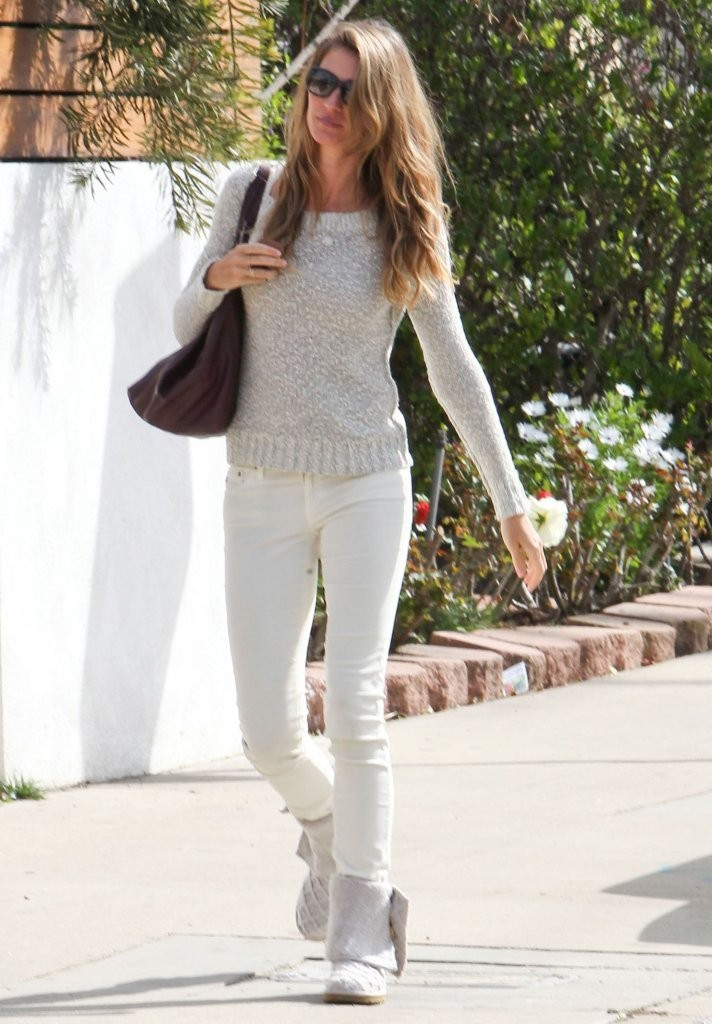 Gisele Bundchen Leaving A Friends House