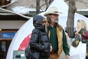 Goldie Hawn & Kurt Russell Shop In Aspen