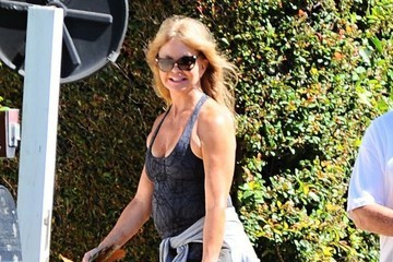 Goldie Hawn Goldie Hawn and Kurt Russell Go out For a Morning Walk