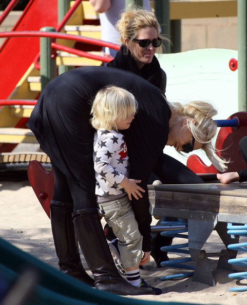 Gwen Stefani Takes Her Boys To A Birthday Party At A Park
