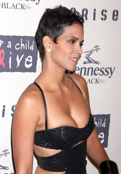 halle berry daughter pictures. Halle+erry+daughter+black