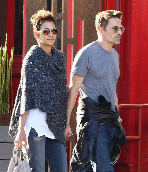 Halle Berry - Halle Berry & Olivier Martinez Shop In Santa Monica