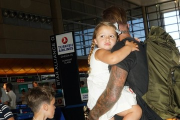 Harper Beckham David Beckham Catches A Flight With His Kids