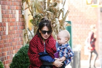 Hilaria Baldwin Hilaria & Leonardo Baldwin Go For A Walk In NYC