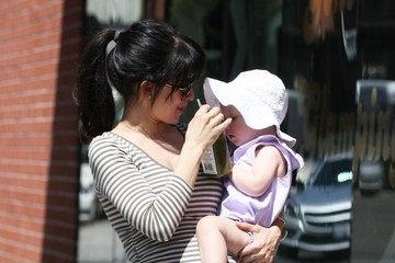 Hilaria Baldwin Alec Baldwin and Hilaria Thomas Out and About