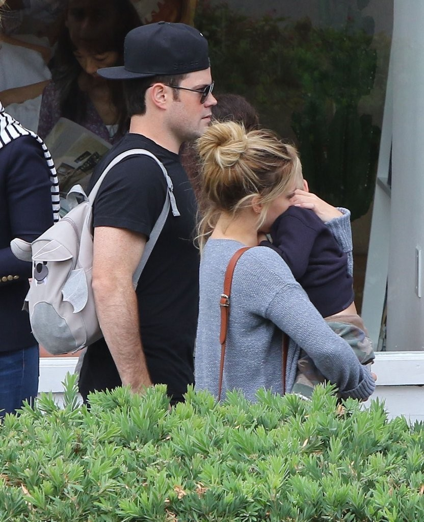 hilary duff and mike comrie relationship quiz