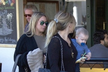 Hilary Duff Haylie Duff Hilary Duff And Family Out For Lunch In Bevelry Hills
