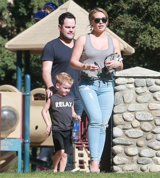Mike Comrie with his ex-wife Hilary Duff and son