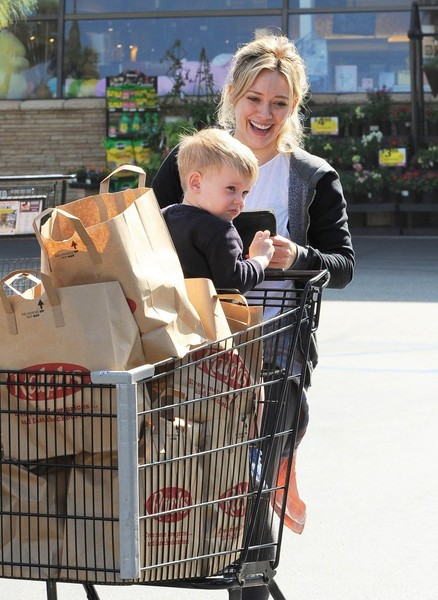 Hilary Duff Shops for Groceries