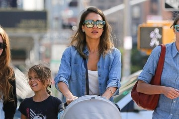 Honor Warren Jessica Alba Taking Her Girls For A Walk Around NYC
