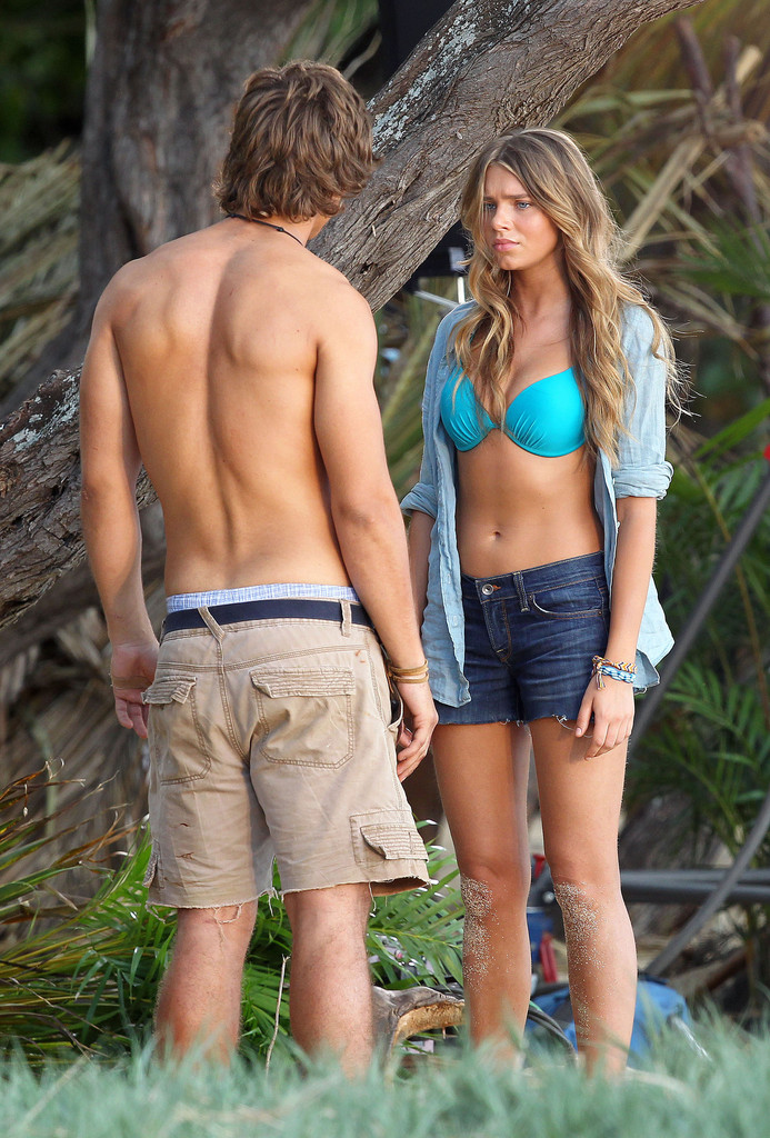 Indiana Evans and Brenton Thwaites Making Out On Blue
