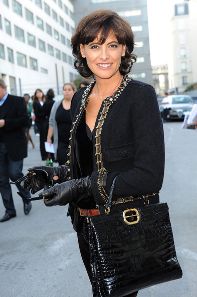 ines de la fressange photos photos paris fashion week lanvin spring 2010 arrivals zimbio. Black Bedroom Furniture Sets. Home Design Ideas