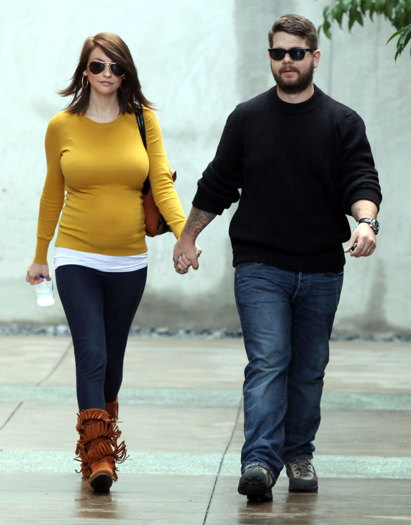 Jack osbourne and lisa stelly out feeding their growing baby