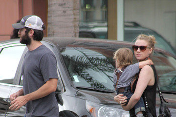 Jacqui Swedberg Wes Bentley and Jacqui Run Errands With Son Charles