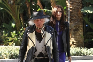 James Goldstein James Goldstein Takes His Girlfriend to a Clippers Game