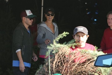 Jared Pobre Stacy Keibler & Jared Pobre Shopping For A Christmas Tree
