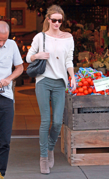 Rosie+Huntington-Whiteley in Rosie Huntington-Whiteley Grocery Shops with Jason Statham