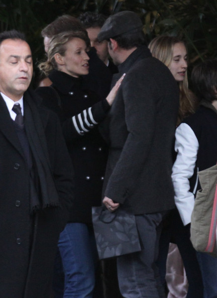Jean dujardin photos photos jean dujardin exits his for Jean dujardin parents