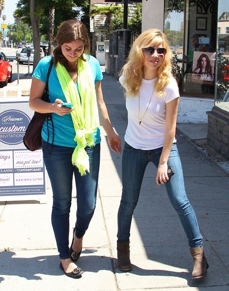 Jennette McCurdy Photos Photos - Jennette McCurdy Gets Lunch at ...