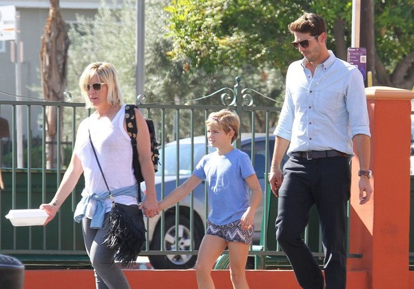 Jennie Garth and Dave Abrams Take Her Daughter Out for Lunch