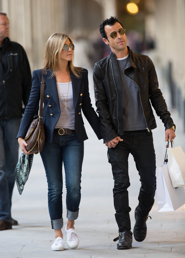 Jennifer Aniston and Justin Theroux Stroll Through Paris 4
