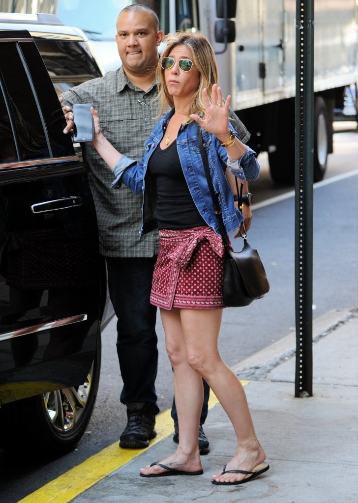 jennifer aniston photos photos jennifer aniston out and