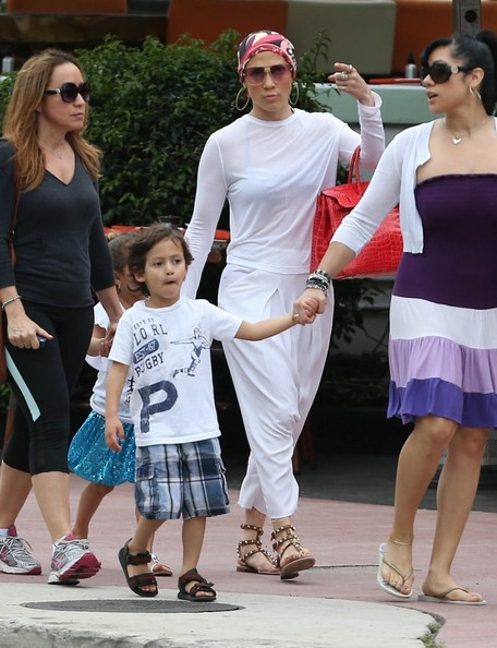 Jennifer Lopez - Jennifer Lopez & Kids Enjoy A Day Together In Miami