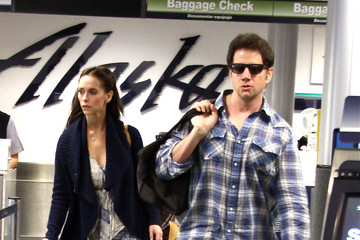 Jennifer Love Hewitt Jennifer Love Hewitt & Jamie Kennedy At Burbank Airport