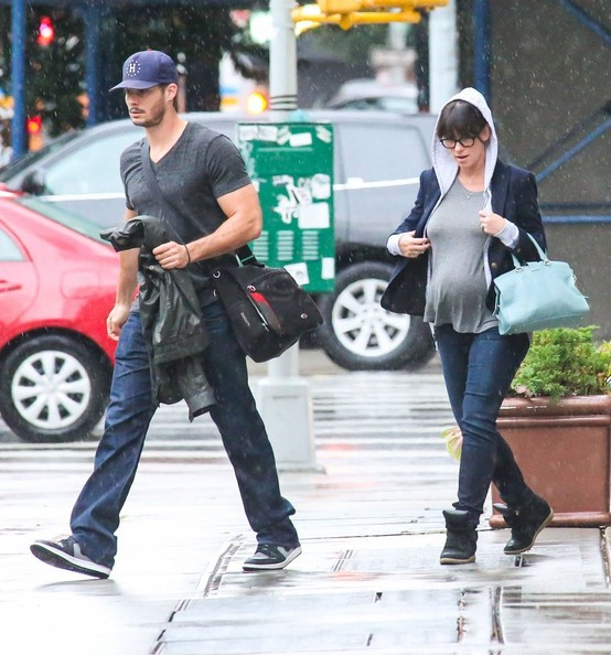 Jennifer Love Hewitt - Jennifer Love Hewitt and Brian Hallisay Leave Their NYC Hotel