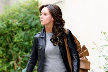 Jennifer Love Hewitt Jennifer Love Hewitt Out Getting Her Hair Done In Studio City