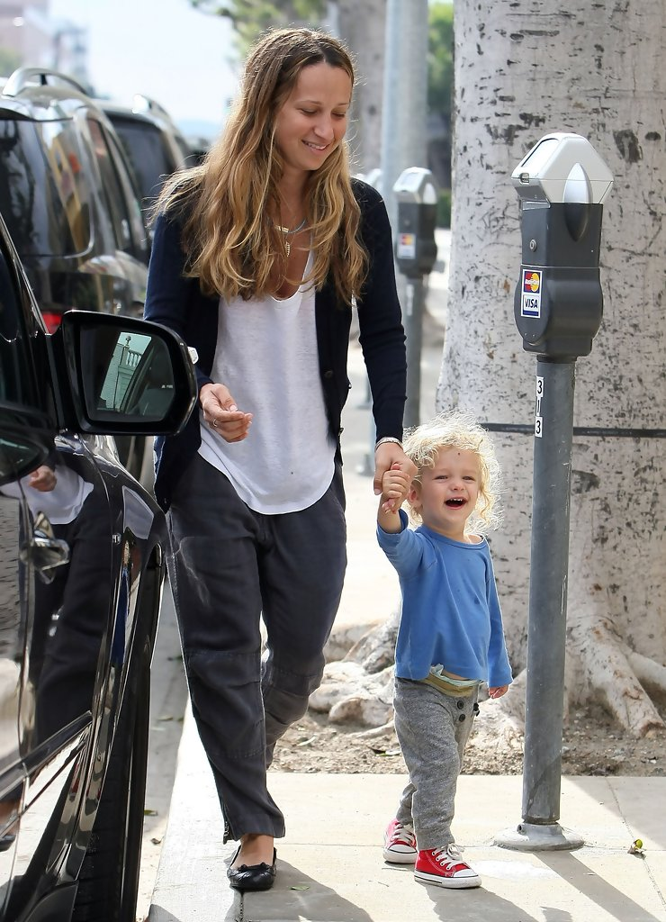 Jennifer Meyer And Fam...