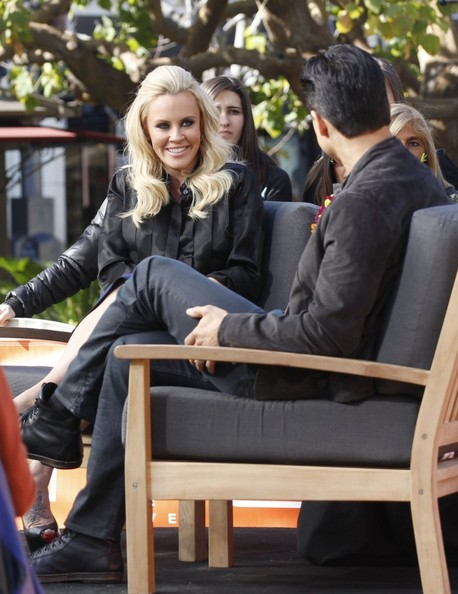 Sexy Jenny McCarthy Covers Up Her Cleavage to Shoot 'Extra' at The Grove