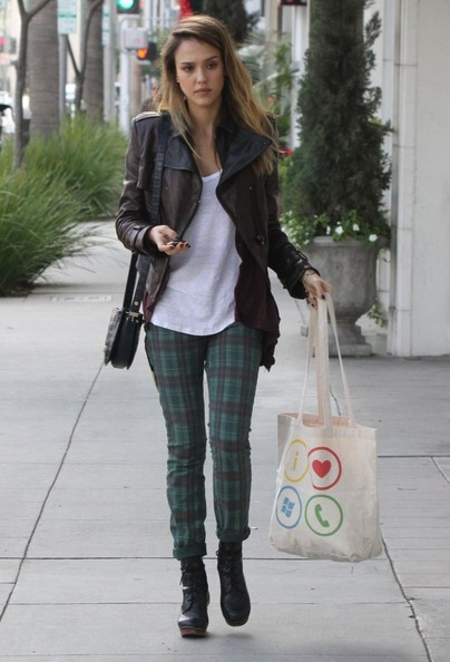 'Machete' actress Jessica Alba and her daughter Haven doing some last minute Christmas shopping at Williams Sonoma with a friend in Beverly Hills, California on December 23, 2012.