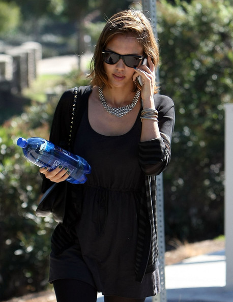 http://www1.pictures.zimbio.com/fp/Jessica+Alba+Family+Coldwater+Canyon+Park+L4SrU6trGp0l.jpg