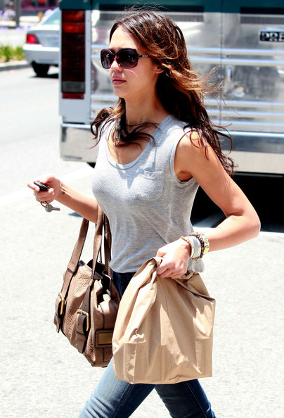 Actress Jessica Alba picking up some organic hamburgers at El Burger Classico in West Hollywood, CA.