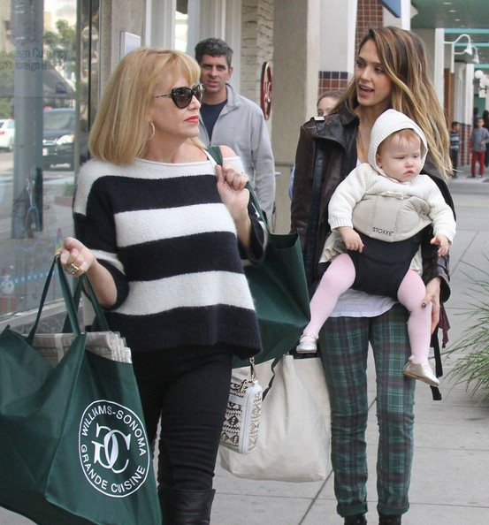 Jessica Alba - Jessica Alba & Daughter Haven Shopping At Williams Sonoma