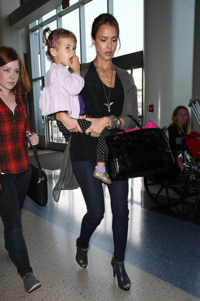 Jessica Alba & Honor Catching A Flight At LAX Airport []