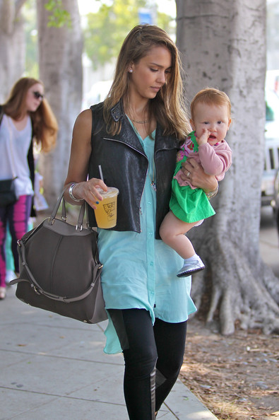 Jessica Alba - Jessica Alba Takes Her Girls to Brunch 5