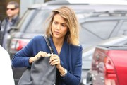 Jessica Alba Visits the Hair Salon