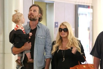 Jessica Simpson Pregnant Jessica Simpson & Family Arriving On A Flight At LAX