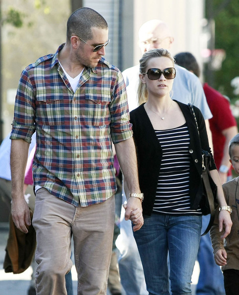 when did reese witherspoon and jim toth start dating Ryan phillippe talked with larry king about being married to reese witherspoon witherspoon went on to marry caa agent jim toth in 2011 and welcomed.